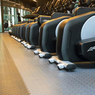 Podlaha do posilňovne či fitness centra. Akú zvoliť?